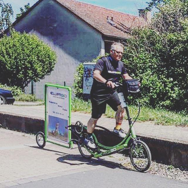 ElliptiGO mit Fahrrad Werbeanhänger